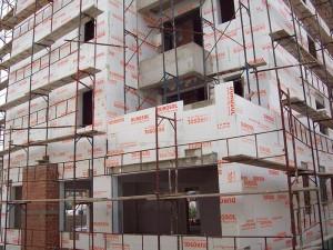εργασίες τοποθέτησης θερμοπροσοψης σε πολυκατοικία