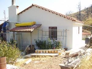 σπίτι μετά την εγκατάσταση της θερμοπροσοψης και του τελικού επιχρίσματος