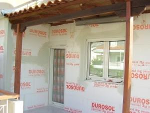 τοιχος σπιτιού επνδημένος με μονωτικές πλάκες