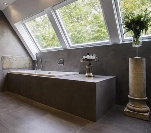 μπάνιο με εφαρμογή πατητής τσιμεντοκονίας σε δάπεδο τοίχους και μπανιέρα