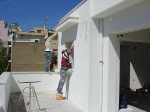 εργασίες θερμοπρόσοψης απο εργαζόμενους σε κτίριο