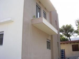 τοιχος διώροφου μετα την εφαρμογή θερμοπροσοψης