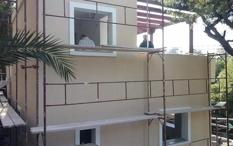 σπίτι που εγκαταστάθηκε θερμοπρόσοψη