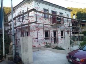 σπίτι με θερμομονωτικές πλάκες στους τοίχους