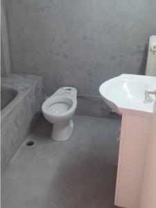 λιγο πριν ολοκληρωθούν οι εργασίες πατητης τσιμεντοκονίας στο μπάνιο