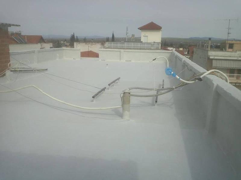 Ταράτσα πολυκατοικίας μετά την εφαρμογή του συστήματος για μόνωση ταράτσας Durosol Light Roof