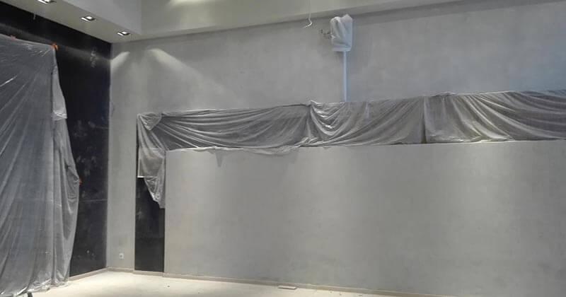 εφαρμογή πατητής τσιμεντοκονίας στον τοίχο στο Palmie bistro