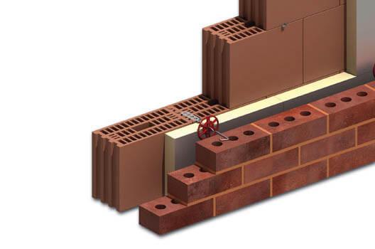 Θερμομόνωση σε τοίχο με διπλή ενίσχυση για την διατήρηση της επιθυμητής θερμοκρασίας.