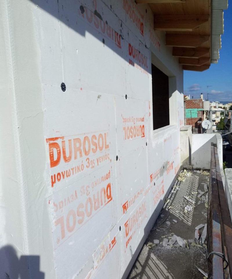 εφαρμογη durosol στον εξωτερικο τοιχο πριν το τελικο επιχρισμα της επιφανειας