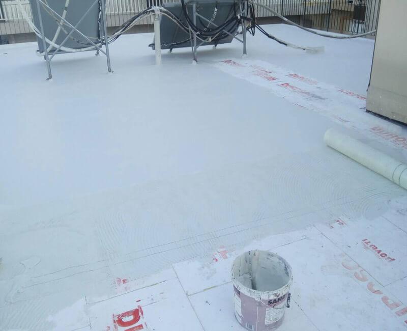 ταράτσα στο Ίλιον στη διαδικασία εφαρμογής συστήματος Durosol Light Roof