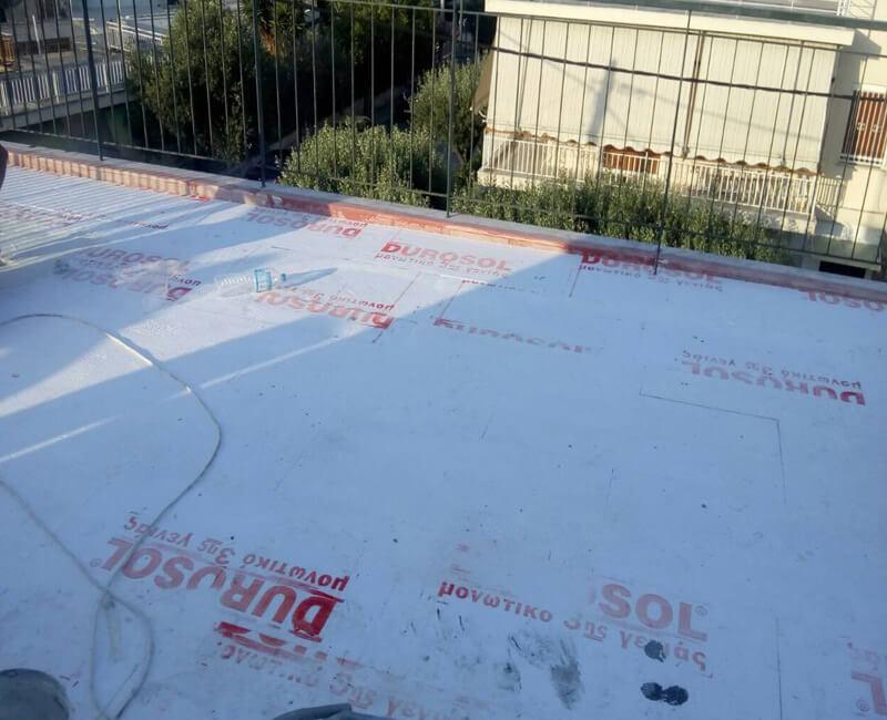 ταράτσα υπο την διαδικασία εφαρμογής Durosol light roof σύστημα μόνωσης